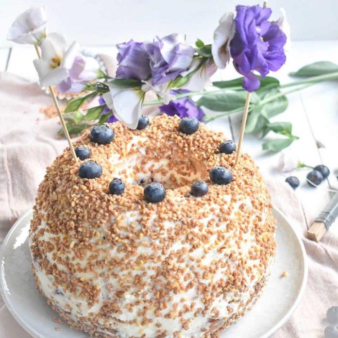 Frankfurter Gugl mit Krokant und Blumen Cake Topper