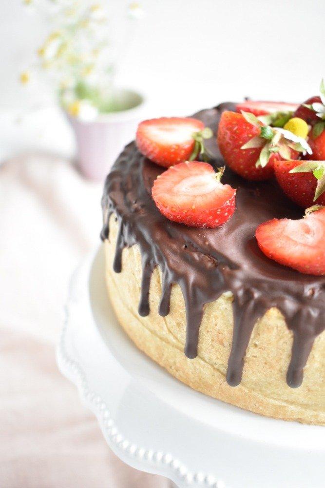 Kaesekuchen mit Erdbeeren