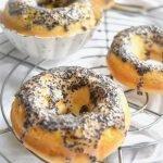 Donuts mit Lemon Curd und Mohn Glasur